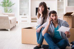 coppia preoccupata morosità